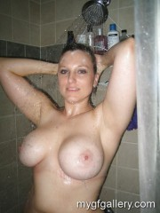 Amateur busty mom