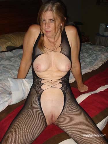 Leggy blonde texas wife7