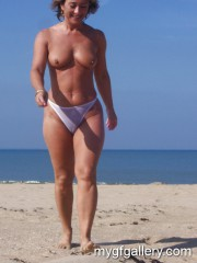 Aline have sex at the beach